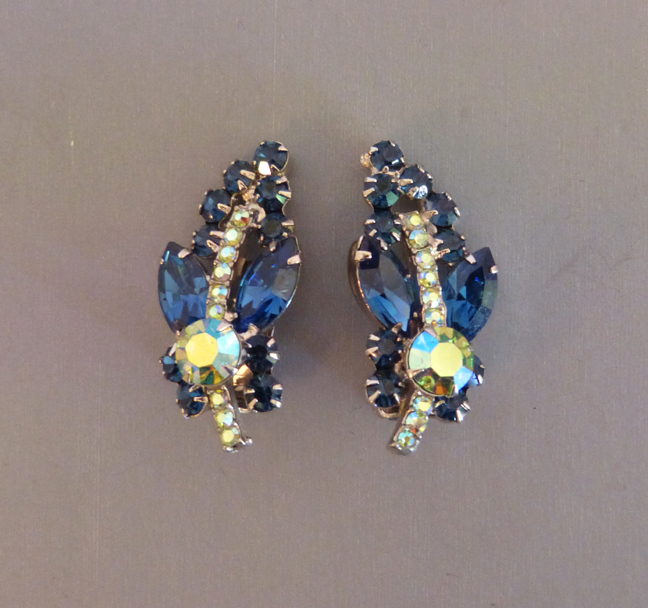 Juliana D E Delizza And Elster Blue Rhinestone Green Aurora Borealis Earrings Set In Silver Tone Clip Back 1 5 8 By 3 4 Excellent Condition
