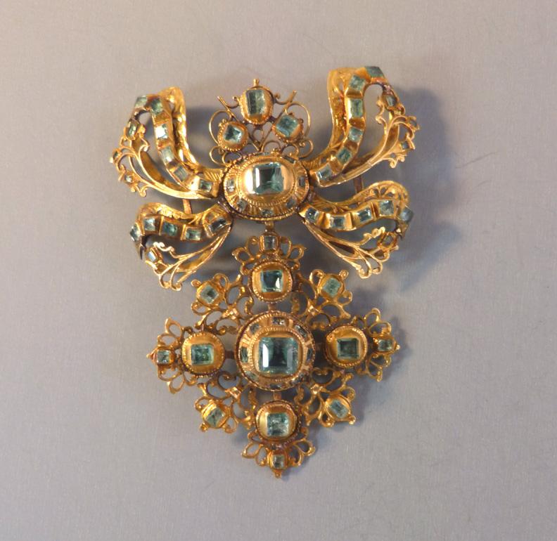 2 34 Long Very Nice! Beautiful Settings Wonderful Vintage Brooch
