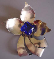 RETRO silver tone leaves brooch